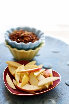 The perfect healthy snack: Apple Slices and Cereal (add some peanut butter too!) | FamilyFreshCooking.com © MarlaMeridith.com #projectlunchbox