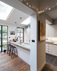 Eettafel in een woonkamer met open keuken | Event venues, Studio and ...