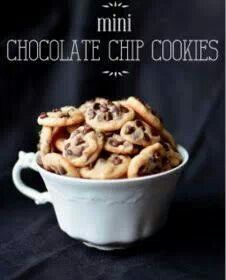 Mini Chocolate Chip Cookies - 19 Tiny Desserts You Can Eat In One Bite Size Desserts, Just Desserts, Delicious Desserts, Yummy Food, Finger Food Desserts, Finger Foods, Cookie Recipes, Dessert Recipes, Zack E Cody