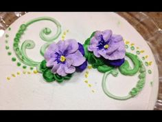 Liz Demonstrates How to Make Pansies Directly on the Cake Piped on icing techniques. 25 year Commercial Cake Decorator and instructor provides step by step v. Piping Buttercream, Buttercream Cake Decorating, Cake Piping, Buttercream Flower Cake, Cake Decorating Supplies, Cake Decorating Techniques, Cake Decorating Tutorials, Cookie Decorating, Decorating Ideas