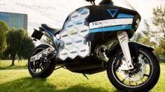 Първата околосветска обиколка с електрически  мотоциклет Storm Wave, конструиран и изработен от холандски студенти, ще премине  днес през София и Стара Загора. България е шестата страна от над 15 в целия свят,  където мотоциклетът ще бъде показан.    80-дневната  околосветска обиколка с...