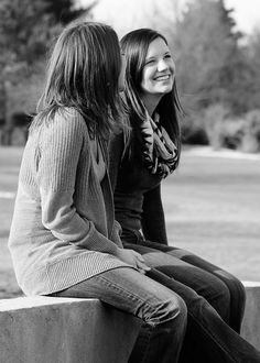 best friend poses We could do a remake of this Friend Senior Pictures, Sister Pictures, Best Friend Pictures, Friend Photos, Twin Pictures, Senior Pics, Model Poses Photography, Teen Photography, Mother Daughter Poses