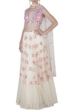 Top Fashion, Indian Fashion, Sabyasachi Bride, Lehenga Wedding, Lengha Choli, Pernia Pop Up Shop, White Tulle, Different Dresses, Wedding Wear