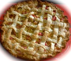 Rhubarb Custard Pie from Leslie Land. A new use for all that rhubarb growing in the backyard! Rhubarb Recipes, Pie Recipes, Sweet Recipes, Cooking Recipes, Rhubarb Custard Pies, Good Food, Yummy Food, Sweet Pie, My Best Recipe