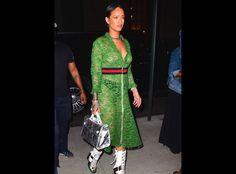 Rihanna montre sa poitrine en robe transparente Gucci 5