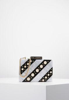 ¡Consigue este tipo de bolso de mano de Karl Lagerfeld ahora! Haz clic para ver los detalles. Envíos gratis a toda España. KARL LAGERFELD ROCKY PEARLS Clutch black: KARL LAGERFELD ROCKY PEARLS Clutch black Complementos   | Complementos ¡Haz tu pedido   y disfruta de gastos de enví-o gratuitos! (bolso de mano, sobre, clutch, clutches, clutchs, handbag, printed clutch, handtasche, bolsa de mano, sac à main, borsetta da mano, mano)