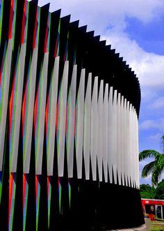 Fisiocromía, Plaza Venezuela, Caracas. Carlos Cruz Diez