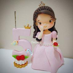 Resultado de imagen para topo de bolo aniversario de casamento em biscuit