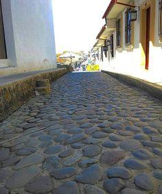#Repost @camiloceron90 La única calle empedrada de #Popayán se llama la Calle de Santa Catalina queda enfrente de la #IglesiaLaErmita. #Historia #Popayán #PopayanCo #Cauca #Like #Follow