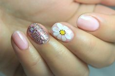 Cute glitter and floral nail art 2019 Perfect Nails, Gorgeous Nails, Love Nails, Dipped Nails, Trendy Nails, Manicure And Pedicure, Diy Nails, Nails Inspiration, Beauty Nails