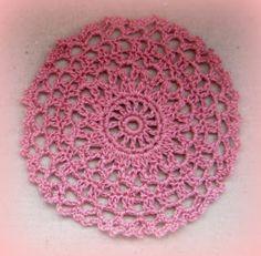 Mini flower doily or jar topper - Free crochet pattern by Mimi Alelis.