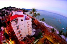 Emperador Vallarta Beachfront Hotel and Suites - Hotels.com - Hotel rooms with reviews. Discounts and Deals on 85,000 hotels worldwide