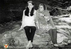 Indira Gandhi n Sonia Gandhi Epic Pictures, Rare Pictures, Rare Photos, Vintage Photos, Sonia Gandhi, Rajiv Gandhi, Indira Gandhi, History Of India, Beautiful Photos Of Nature