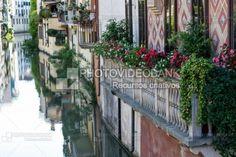 Arquitetura de Pádua, Itália | PHOTOVIDEOBANK Arquitetura de Pádua, Itália, por Larah Vidotti, prédios históricos com sacadas, canais da cidade de Pádua, Ponte delle Torricelle.