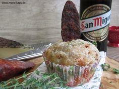 Herzhafte Muffins mit Chorizo, Manchego und Thymian - ein idealer Begleiter zum spanischen Bier und spanischen Wein! Chorizo-Manchego-Muffins