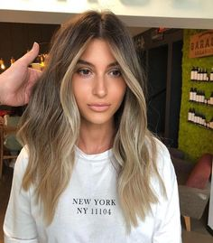 The most beautiful balayage hair trends from blonde to brown. Informations About Balayage Haare Brown Hair Balayage, Hair Color Balayage, Balayage Brunette To Blonde, Light Brunette Hair, Hair Highlights, Bronde Haircolor, Face Frame Highlights, Babylights Blonde, Bronde Balayage
