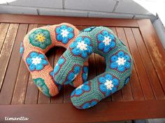 Pillows, Crochet, Blog, Mittens, Ganchillo, Blogging, Cushions, Pillow Forms, Crocheting