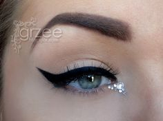 Perfect pinup style eye, accented with rhinestones.