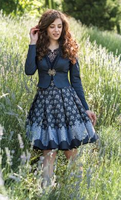"épinglé par ❃❀CM❁✿⊱Kollektion von Mothwurf, Frühjahr/Sommer 2017 ""Nel Paradiso"" Jacke/Rock in adelsblau Day Dresses, Nice Dresses, Oktoberfest Outfit, Dirndl Dress, German Fashion, Japanese Street Fashion, Mode Inspiration, Modest Outfits, Pretty Outfits"