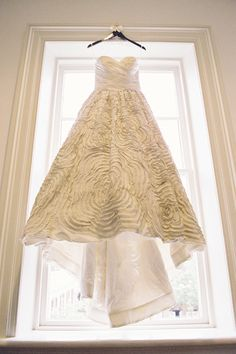 Wedding Gown by Amsale / Photography by jenfariello.com