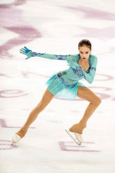 Alina Zagitova won the Russian National Figure Skating Championships. Russian Figure Skater, Alina Zagitova, Medvedeva, Ice Dance, Figure Skating Dresses, Skater Girls, Winter Olympics, Olympic Games, Sport Girl