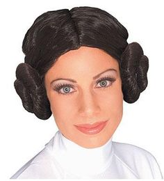 Go for a classic look with our Princess Leia Wig! Princess Leia Wig features the braided, twin bun hairdo of Princess Leia in the first Star Wars movie. Star Wars Halloween, Halloween Wigs, Halloween Fancy Dress, Costume Leia, Costume Star Wars, Costume Wigs, Darth Vader Kostüm, Stormtrooper, Leia Star Wars
