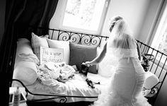 Documentary wedding photography Teemu Höytö Photography Häävalmistautuminen Getting ready