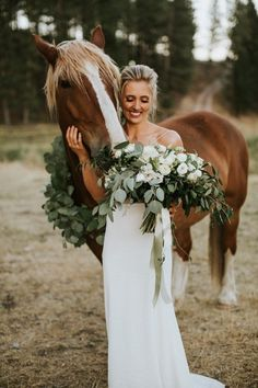 your horse matches your bouquet! We love the idea of including these magnificent beauties in your wedding.When your horse matches your bouquet! We love the idea of including these magnificent beauties in your wedding. Horse Wedding Photos, Country Wedding Photos, Country Wedding Dresses, Wedding Pics, Dream Wedding, Wedding Ideas With Horses, Wedding Hair, Wedding Posing, Wedding Advice