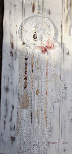 Attrape rêve blanc avec coquillages