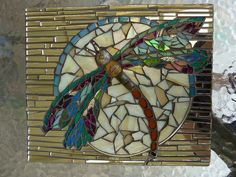 One of my students, Lianne, made this beautiful dragonfly for a friends birthday. Glass, mirror and jewellry findings. Mosaic Tile Art, Mosaic Crafts, Mosaic Projects, Stained Glass Projects, Stained Glass Patterns, Mosaic Patterns, Mosaic Glass, Mosaic Ideas, Diy Projects