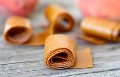 How to make Homemade Fruit Roll-Ups, fruit leather Peach Fruit Leather, Homemade Fruit Leather, Fruit Leather Recipe, Fruit Recipes, Real Food Recipes, Snack Recipes, Yummy Food, Vegetarian Recipes, Fruit Snacks