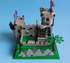 Lego Castle, Legos, Basil, Christmas Ornaments, Holiday Decor, Lego Furniture, Toys, Lego, Christmas Ornament