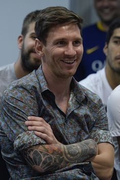 Barcelona& Argentinian forward Lionel Messi smiles during a farewell press . Fc Barcelona, Lionel Messi Barcelona, Lionel Messi Biography, English Football Teams, American Football, Messi 2015, Cr7 Junior, Messi Fans, Messi Soccer