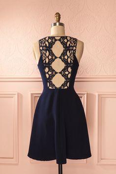 Tel un papillon baroque, des ailes de dentelle ornent son dos. Lace wings adorn her back like a baroque butterfly. Navy blue lace back dress www.1861.ca
