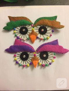 Baykuş keçe broş kıyafetlerinize ya da aksesuarlarınıza takarak renklendirebileceğiniz bir model. keçeden el yapımı takılar, yaka iğneleri ve farklı aksesuar modelleri... Wool Applique Patterns, Felt Applique, Crafts For Kids, Arts And Crafts, Felt Owls, Felt Baby, Decoration Piece, Felt Brooch, Felt Ornaments