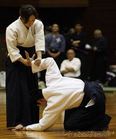Aikido 合気道 Doesn't look like much, but this hurts!