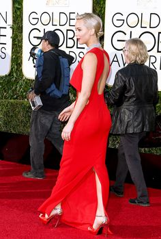 Jennifer Lawrence booty in a red dress on the Golden globes red carpet
