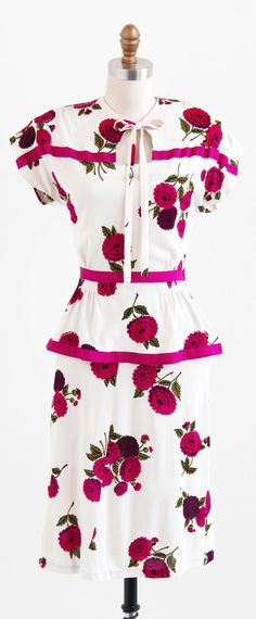 vintage 1940s raspberry dahlias dress | swing dresses | www.rococovintage.com