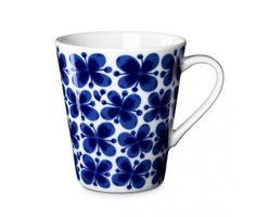 Rörstrand Mon Amie Mug: Lovely bone china mug which holds a generous 17 oz. Made in Sweden. Mug Rörstrand Mon_Amie Swedish Design, Scandinavian Design, Swedish Style, Porcelain Mugs, China Mugs, Coffee And Tea Accessories, Bone China, Dinnerware, Coffee Cups
