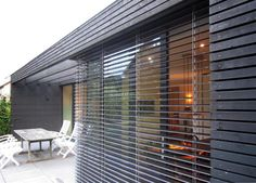 architect arend groenewegen verbouwing ritme in hout (22) Garden Architecture, Interior Architecture, Front Doors With Windows, Pool Houses, Modern House Design, Wood Design, Cladding, Bungalow, Facade