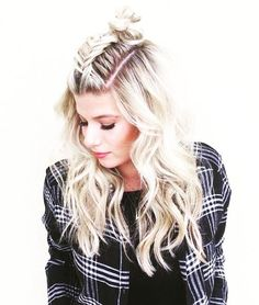 N.Y.E. Look ✌️ refresher on the plain old topknot we all love to much!! Throw a braid in there babes and let those beach you waves flow!! La la love this look!! #topknot #braids #blonde hair #extensions