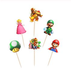 """""""It's me Mario!"""" Versier je cupcakes met deze leuke Mario Bros cupcake toppers (12 stuks). Deze set cupcake decoratie bestaat uit zes verschillende designs, je ontvangt van iedere prikker twee stuks. De designs bestaan uit een Mario cupcake topper, Luigi cupcake topper, Peach cupcake topper, Bowser cupcake topper, 1Up Toad cupcake topper en een topper met verschillende personages."""