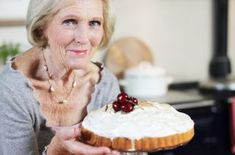 Great British Bake Off day is our favourite day of the week and we LOVE Mary Berry. But did you know these facts about Mary Berry? British Bake Off Recipes, Great British Bake Off, Mary Berry Victoria Sponge, Easy Lemon Drizzle Cake, Baked Alaska Recipe, The Science Of Cooking, Cake Recipes, Dessert Recipes, Sweet Recipes
