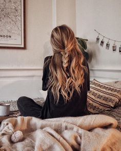 Simple half hair braid for a cozy, relaxed vibe - Tendances cheveux femmes Lazy Girl Hairstyles, Pretty Hairstyles, Winter Hairstyles, Hairstyle Ideas, Casual Hairstyles, Hairstyles Haircuts, Medium Hairstyles, Loose Braid Hairstyles, Perfect Hairstyle