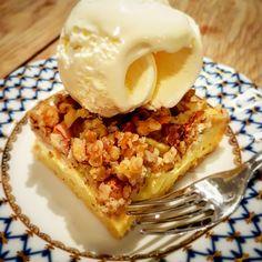 Dette er ren eplenytelse. Norwegian Food, Norwegian Recipes, I Love Food, Nom Nom, Cake Recipes, Muffins, Sweet Treats, Food And Drink, Ice Cream