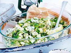 Minze-Couscous-Salat mit Hüttenkäse Rezept | LECKER
