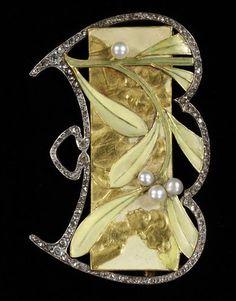 An Art Nouveau brooch by Georges Fouquet, ca.1903. France. Gold, silver, enamel, pearls and rose- and brilliant-cut diamonds. #ArtNouveau #Fouquet #brooch