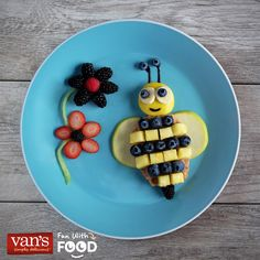 The kiddos will be eagerly buzzin' around the table over this fun waffle idea!