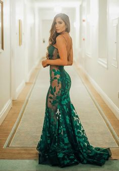 Maybe for a tropical beach trip or cruise. Cute Prom Dresses, Gala Dresses, Evening Dresses, Bridesmaid Dresses, Formal Dresses, Long Mermaid Dress, Mermaid Dresses, Lace Dress, Dress Up