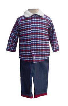 Chamarra de felpa con borrega y pantalón de mezclilla con valencianas. Tallas 3, 6, 12 y 18 meses.